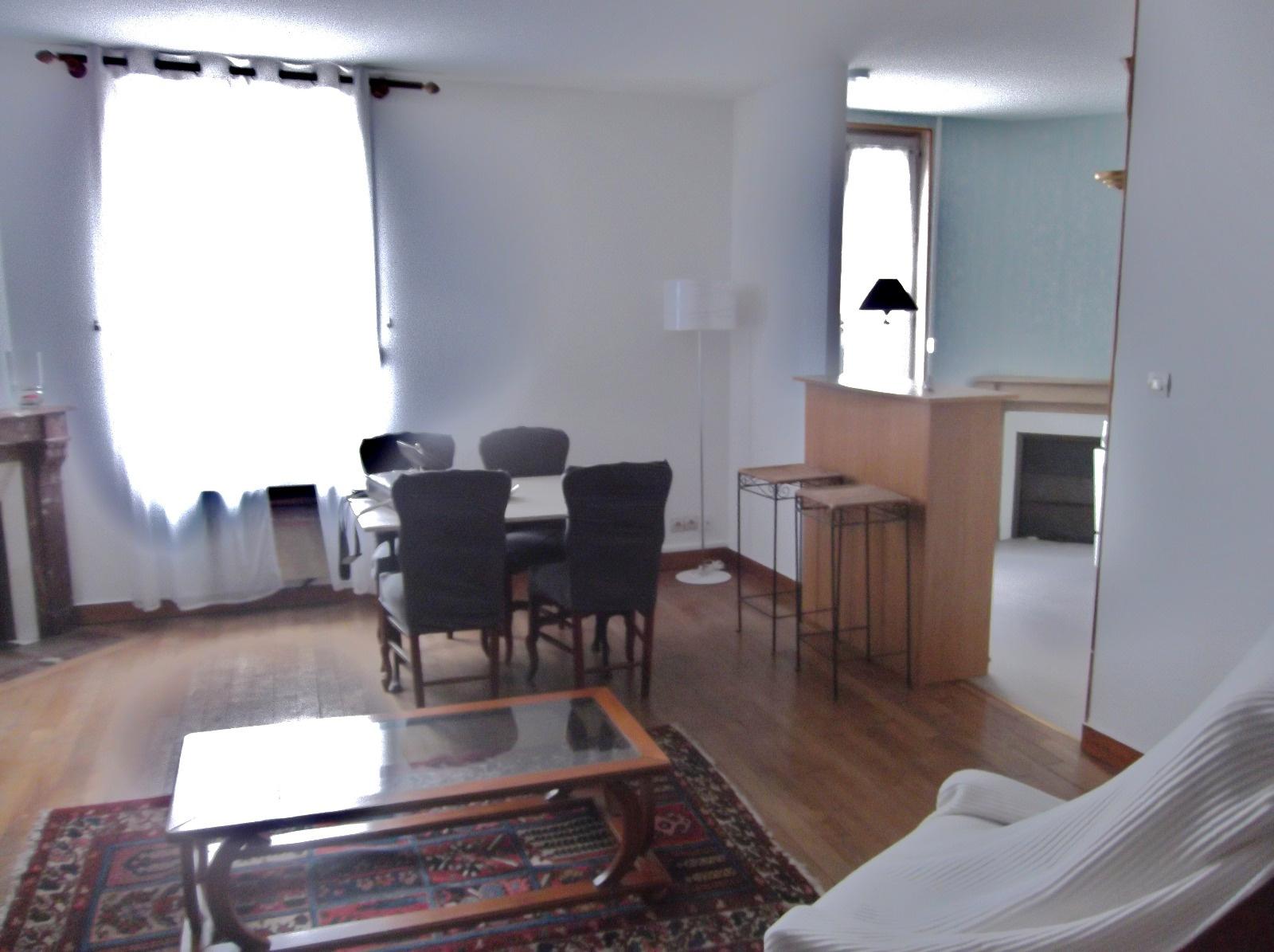 location nevers centre appartement t 3 4 avec meubles. Black Bedroom Furniture Sets. Home Design Ideas